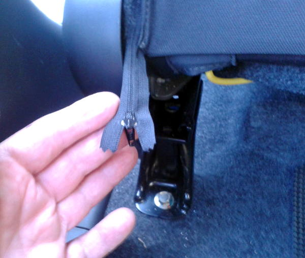 Name:  seatback zipper.jpg Views: 1612 Size:  45.9 KB