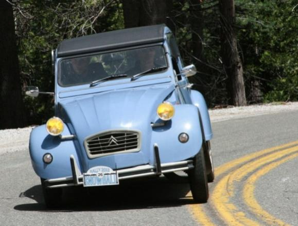 Name:  2012_Snowball_Rally_Citroen_2CV_Leaning_in_Corner_0_resize.jpg